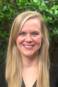 Head shot of dental hygienist Jana