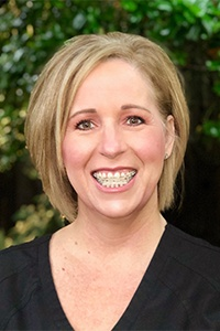 Head shot of dental hygienist Lorie